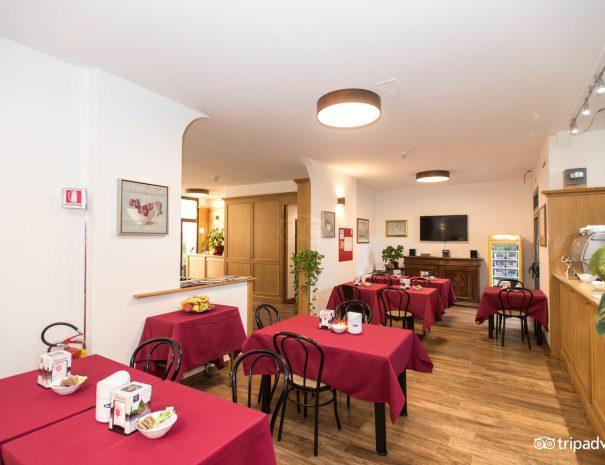 bar-and-breakfast-area--v10551450